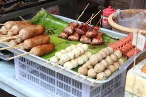i had the grilled looking stick. tastes a lot like nem nứơng!